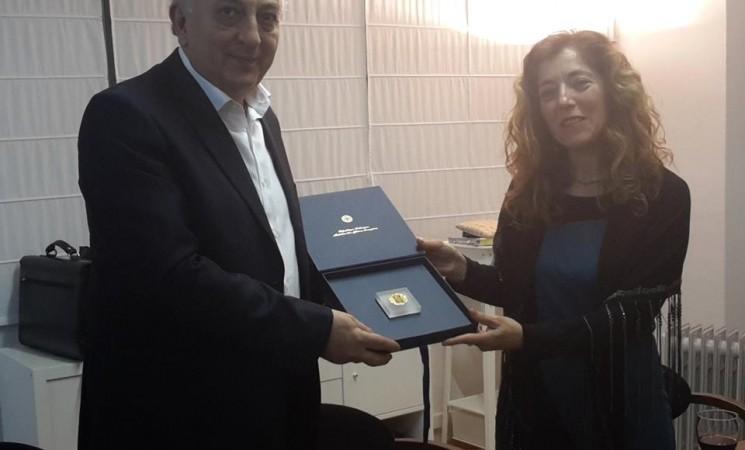 Με την Πρόεδρο, κα Μήτρου και τα μέλη του ΔΣ της Ελληνικής Κοινότητας Καταλονίας. Με χαρά πληροφορήθηκα ότι 44 ενήλικες φοιτούν στο τοπικό Τμήμα Εκμάθησης της Ελληνικής γλώσσας