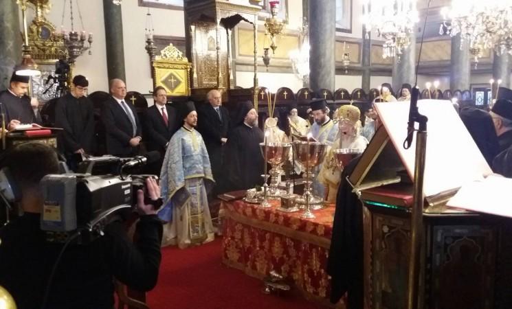 Στο Φανάρι, ως εκπρόσωπος της Ελληνικής Κυβέρνησης, στην Πατριαρχική Θεία Λειτουργία των Θεοφανείων και στον Αγιασμό των υδάτων στον Κεράτιο Κόλπο