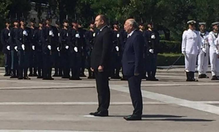 Με τον Πρόεδρο της Δημοκρατίας της Βουλγαρίας, κ. Rumen Radev, ως εκπρόσωπος της Ελληνικής Κυβέρνησης, κατά την κατάθεση στεφάνου στο Μνημείο του Αγνώστου Στρατιώτη.