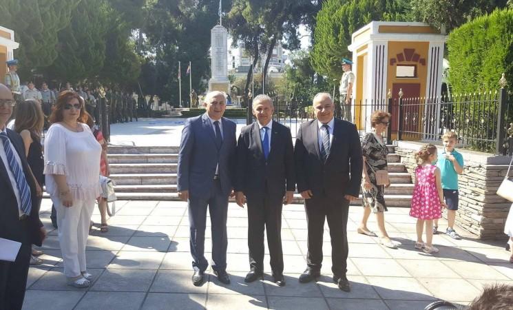 Κατάθεση στεφάνου εκ μέρους της Κυβέρνησης στο Ηρώο Γ' Σώματος Στρατού, στο Ετήσιο Μνημόσυνο για τους πεσόντες κατά την διάρκεια του πραξικοπήματος και της τουρκικής εισβολής τον Ιούλιο του 1974, παρουσία του Επίτροπου Προεδρίας της Κυπριακής Δημοκρατίας για ανθρωπιστικά θέματα και θέματα Αποδήμων κ. Φώτη Φωτίου, στη Θεσσαλονίκη.