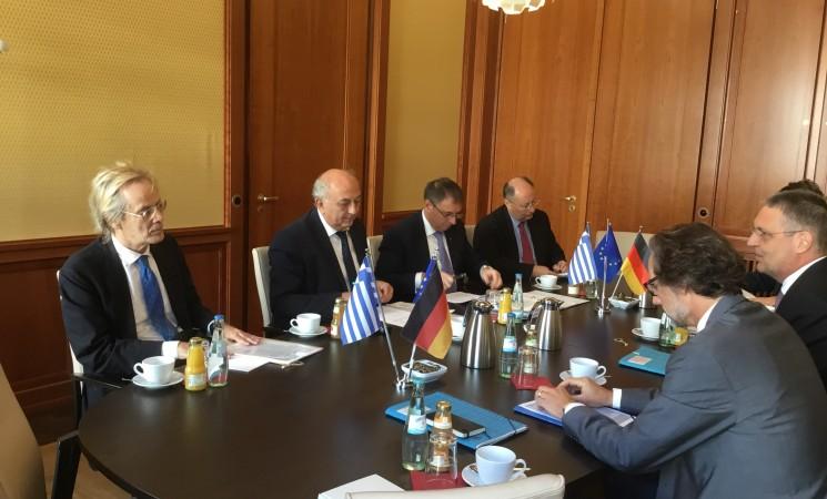 Διυπουργική σύσκεψη στο πλαίσιο του πρώτου γύρου διυπουργικών διαβουλεύσεων Ελλάδας – Γερμανίας, με στόχο την ενίσχυση της συνεργασίας των δύο χωρών, στο Υπουργείο Εξωτερικών της Ομοσπονδιακής Δημοκρατίας της Γερμανίας.