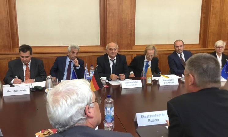 Ολομέλεια της ελληνικής αντιπροσωπείας με επικεφαλής τον Υφυπουργό Εξωτερικών, Γιάννη Αμανατίδη.
