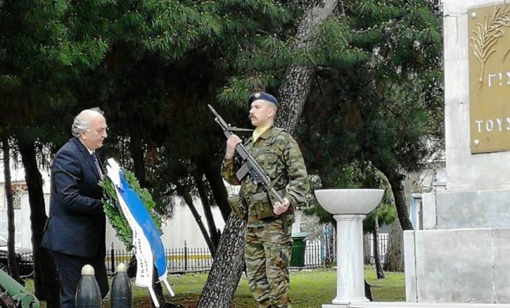 Στην κατάθεση στεφάνου στο μνημείο Γ' Σώματος Στρατού