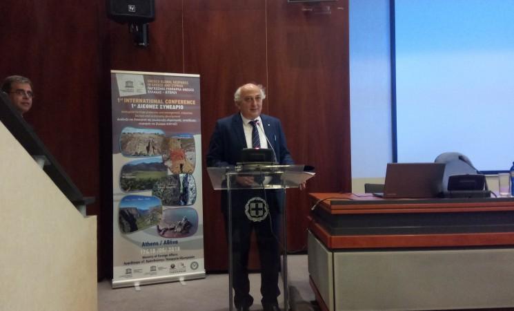 Χαιρετισμός Υφυπουργού Εξωτερικών Γιάννη Αμανατίδη1ο Διεθνές Συνέδριο με θέμα: «Παγκόσμια Γεωπάρκα UNESCO Ελλάδας – Κύπρου: Ανάδειξη και Διαχείριση της Γεωλογικής Κληρονομιάς, Εκπαίδευση, Τουρισμός και Βιώσιμη Ανάπτυξη»